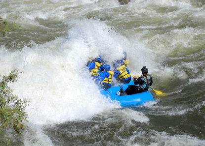 raft crashing into giant wave on merced river